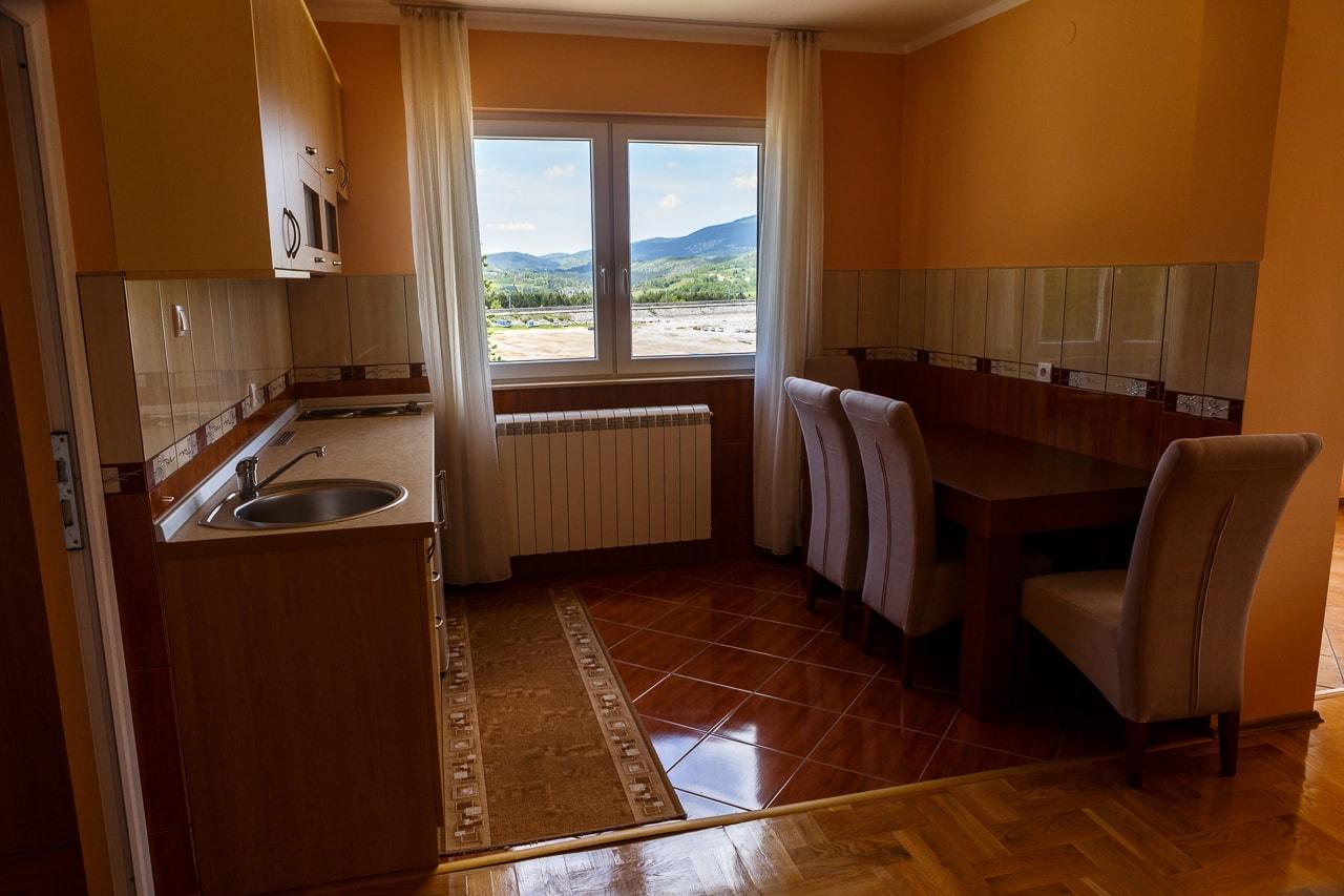 Lux apartman sa kuhinjom
